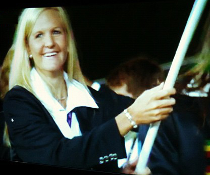 Kirsty Coventry carries the Zimbabwe Flag 2012 great zimbabwe guide